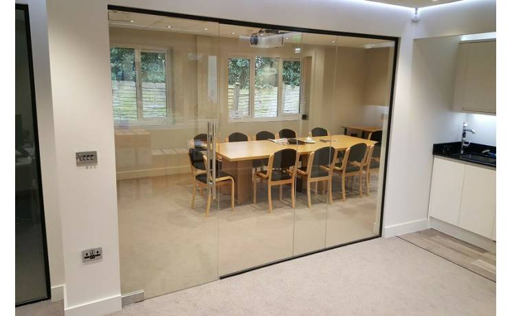 frameless-glass-panels-for-glass-partitions